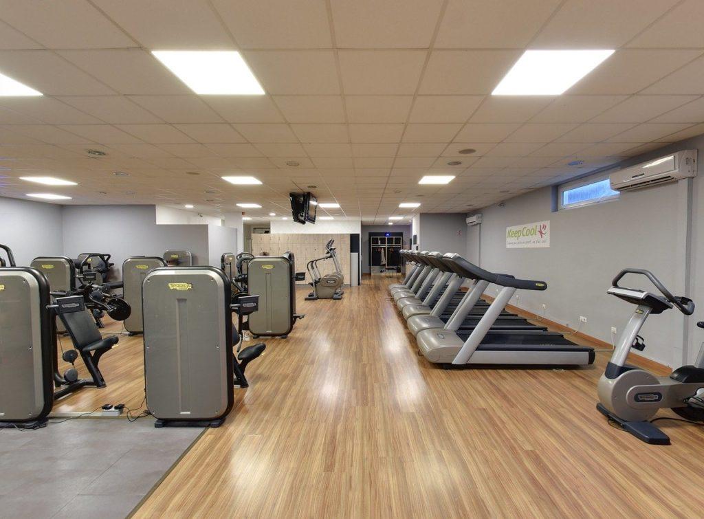 Fitness Treadmill Gym Equipment  - lewisgoodphotos / Pixabay
