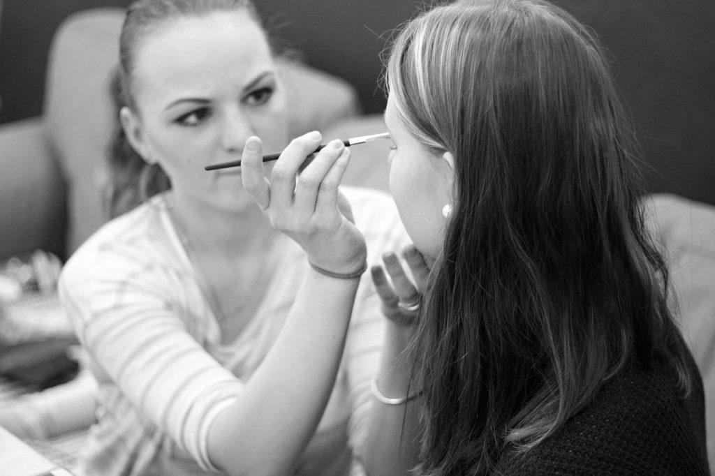 Version Cosmetics Makeup Pencil - PetraSolajova / Pixabay