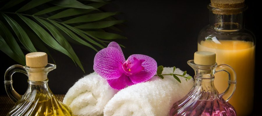 Wellness Carafe Towels White  - guvo59 / Pixabay
